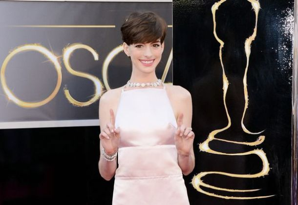 Actress+Anne+Hathaway+arrives+at+the+Oscars+